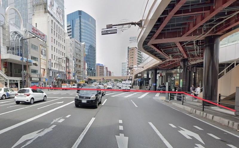 仙台駅の西口を出て駅前通りを北に進み、左手にある「ハピナ名掛丁」商店街へ進みます。