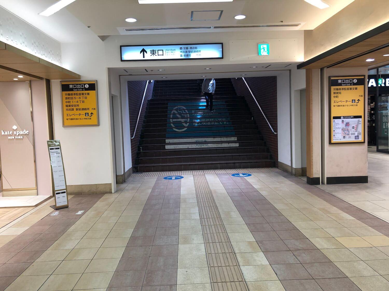 小田急線東口を出ます