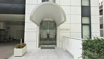 池坊短期大学の隣のビル(ムーンバットビル)、5階に当院がございますので、エレベーターでご来院ください。