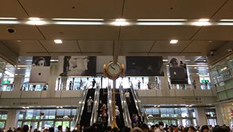 JRよりお越しの方は、桜通口より名駅通りに出て頂きます。金の時計が目印です。