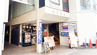 緩やかな坂を下ると、「大宮駅入口」交差点にあたります。