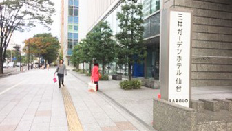 三井ガーデンホテルの前を通過します。