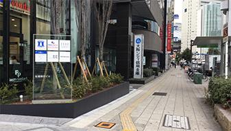桜橋交差点を大阪シティ信用金庫側に進みます。