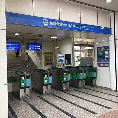 西鉄福岡天神駅の中央改札を出て右に行きます
