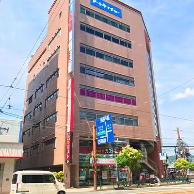 同ビル「りそな長崎ビル」の4階ですので中央のエレベーターでお上がりください
