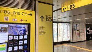 ①各線銀座駅B5出口から地上に出ます。