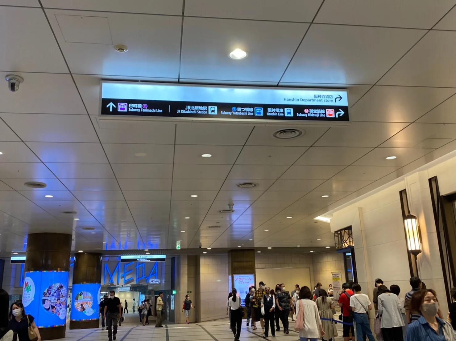 ⑤エレベーターを降り、少し直進した後に阪急百貨店の角を右に曲がります。