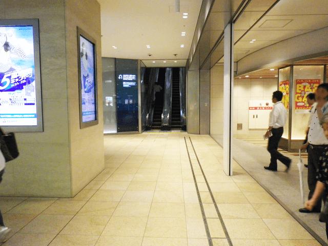地下に下り、御堂筋線天王寺駅改札を左手側にしてあべのハルカス方面へ向かいます。