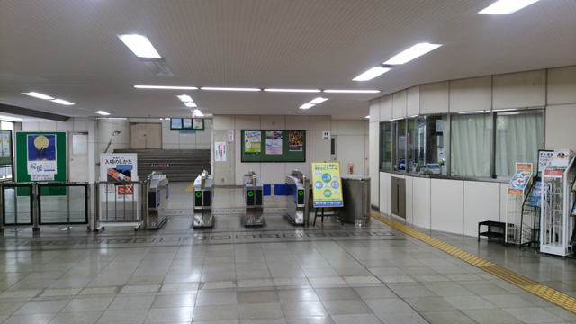 モノレール「平和通駅」南口改札を出て、「親和銀行」側の出口(出入口1)に出ます。
