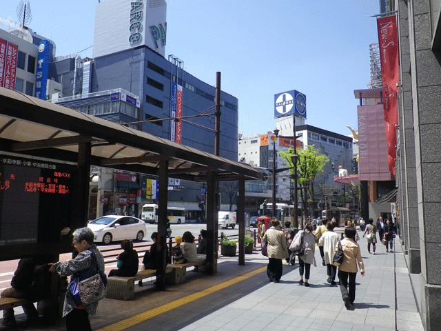 熊本都市バス停通町筋を降り、左(下通商店街パルコ方面)に進みます。