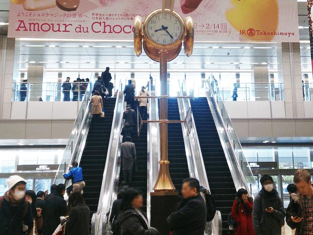JR改札を出て金時計(近鉄・名鉄名古屋駅)方面へ向かいます。
