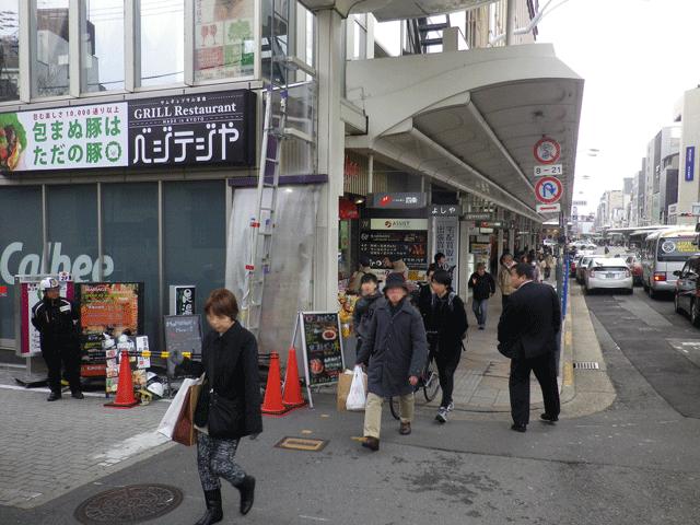 出口①Bを出て左に進み、すぐ左手側にあるユー・イッ・トゥ・池善ビル8階です。