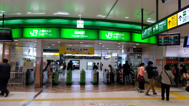 JR「高崎駅」改札を出て、西口の歩道橋を右の高島屋方向に進みます