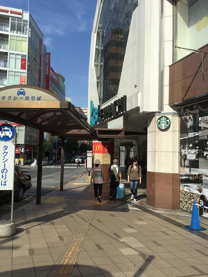 京王八王子駅につくので、そのまま直進して下さい