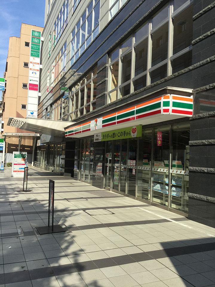 セブンイレブンの入っているビルの3階がサロンです。