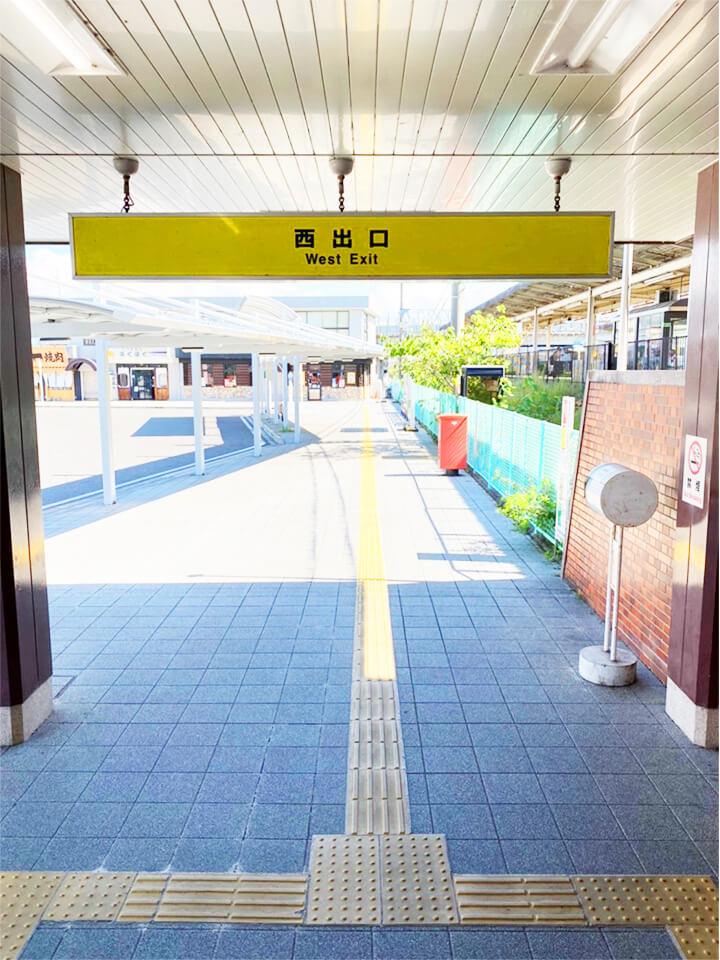 南彦根駅の西口を出ます。