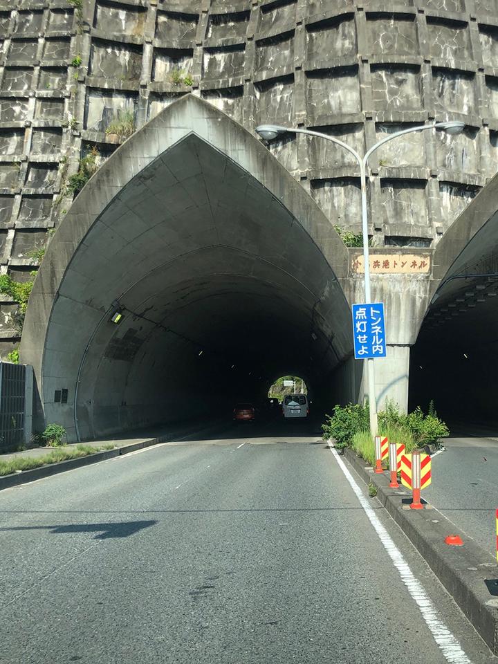 小名浜港トンネルを通ります。
