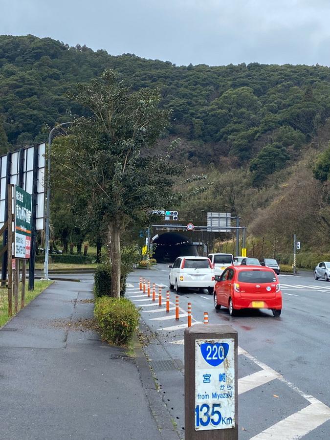 6kmほど道なりに直進し、郷之原トンネル手前を左折します。