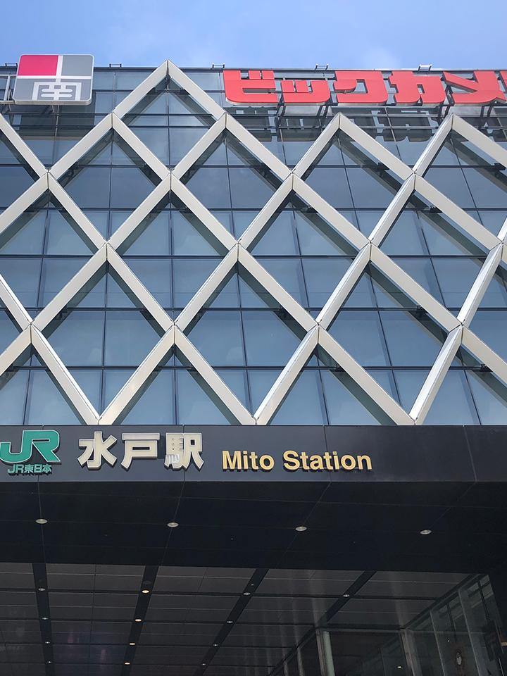 水戸駅南口を出て左に曲がります