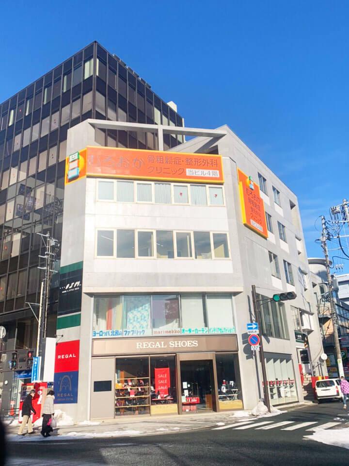 グレー系のビル3階がキレミカ盛岡店