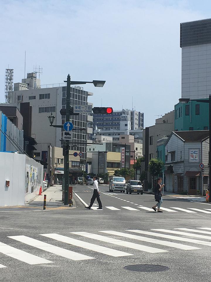 栄町一丁目の交差点も静岡中央銀行方面にさらに進むと、左手に本屋が見えてきます。