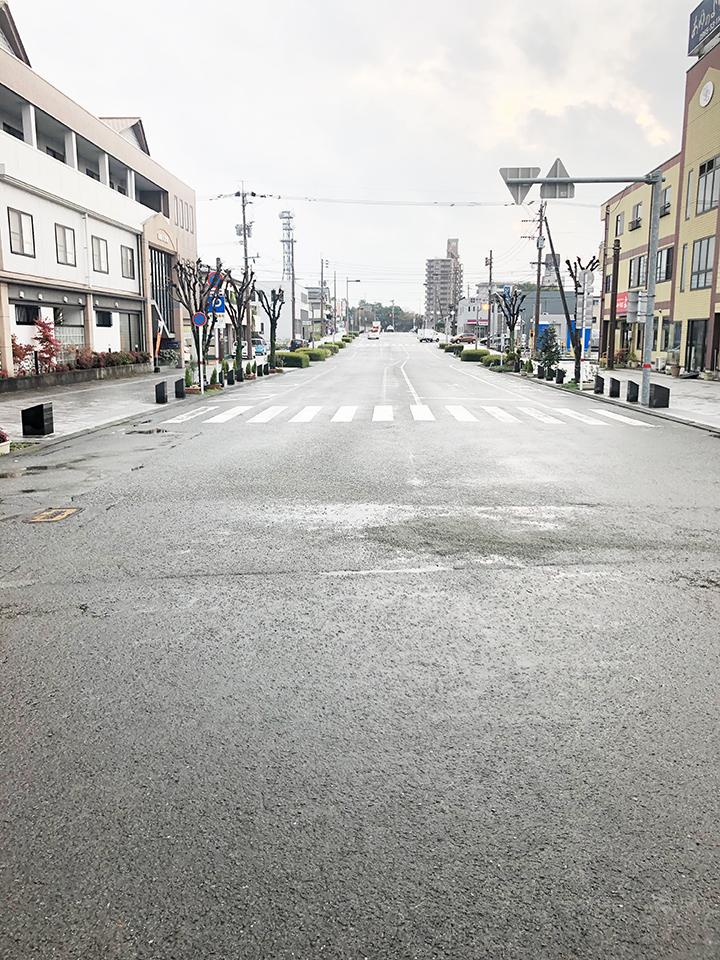 八代駅正面の道を直進