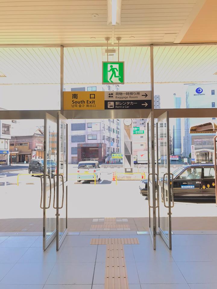 松江駅を南口から出て徒歩1分です。