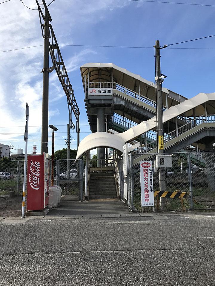高城駅の裏口に出て頂きます。