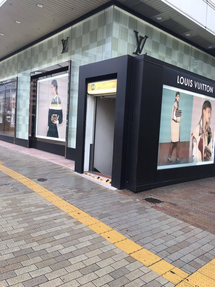 駅前の神戸阪急のルイヴィトンがあります。