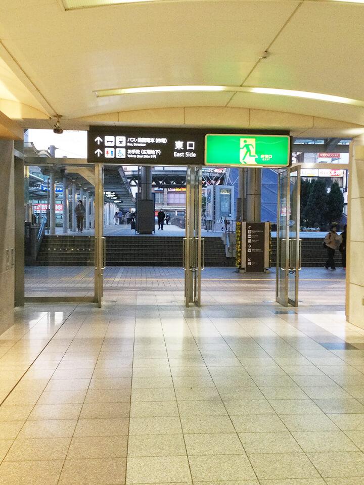 豊橋駅の東口を出てまっすぐ進みます。