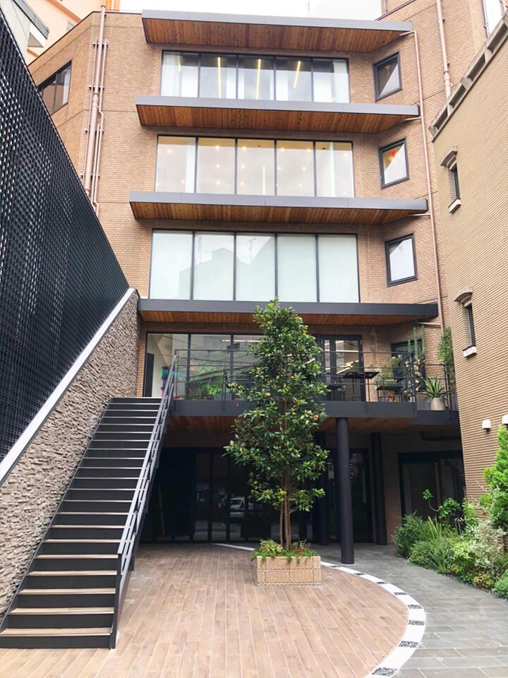 こちらの3階が「恋肌 梅田茶屋町店」です