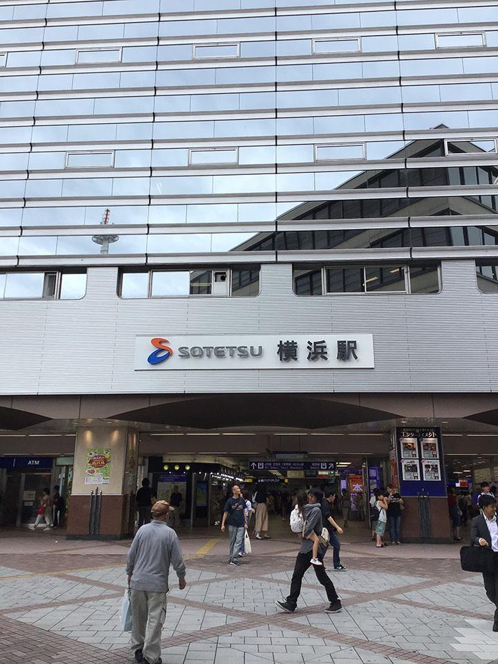 横浜駅西口を出ていただきます