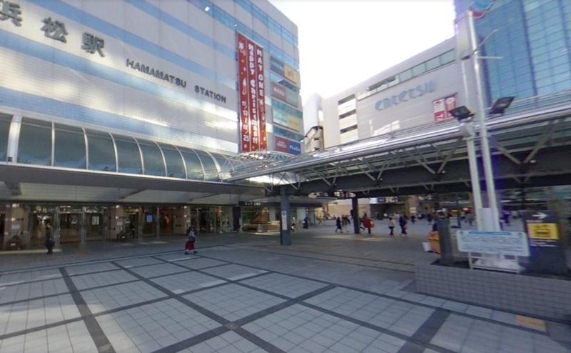 浜松駅の北口を出ます。