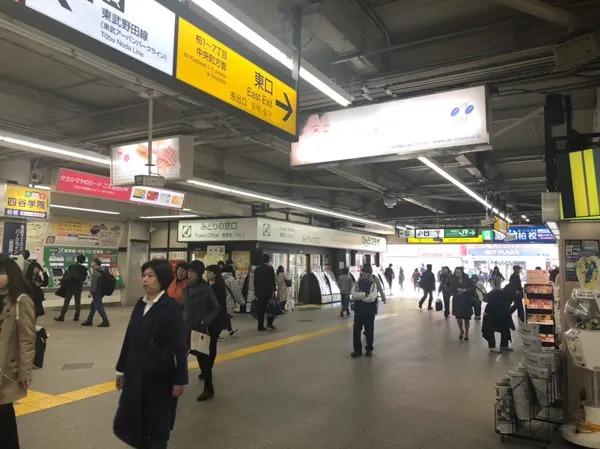 柏駅東口を出てビックカメラ方面に歩いてください。