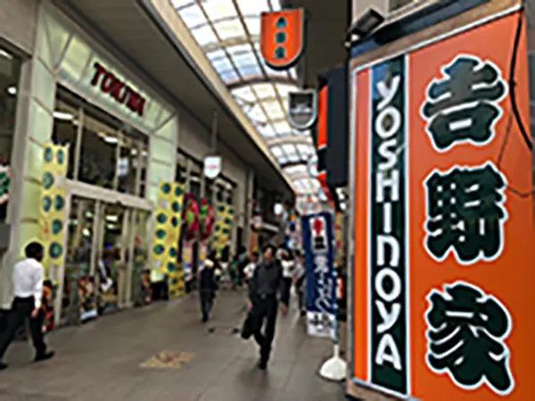 吉野家とパチンコTOKIWAの角を右に曲がってください。