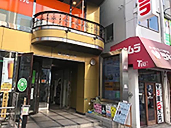 ツキムラの隣にある新堂島ビル7階にございます。