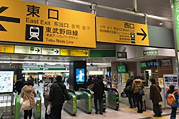 大宮駅中央改札の西口に出ていただきます。
