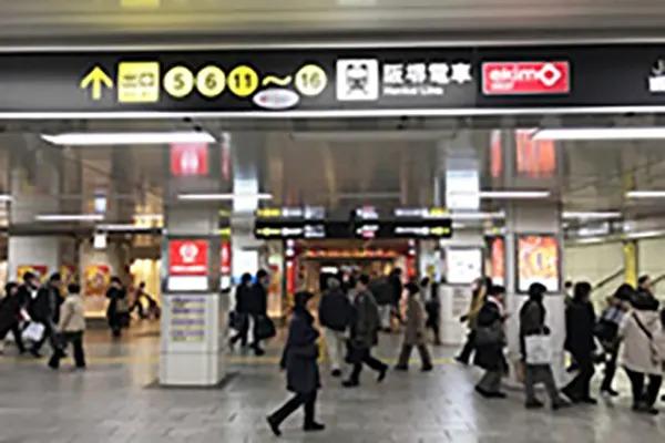 御堂筋線天王寺駅西改札を出ていただき、まっすぐ5番出口へ向かってお進みください。