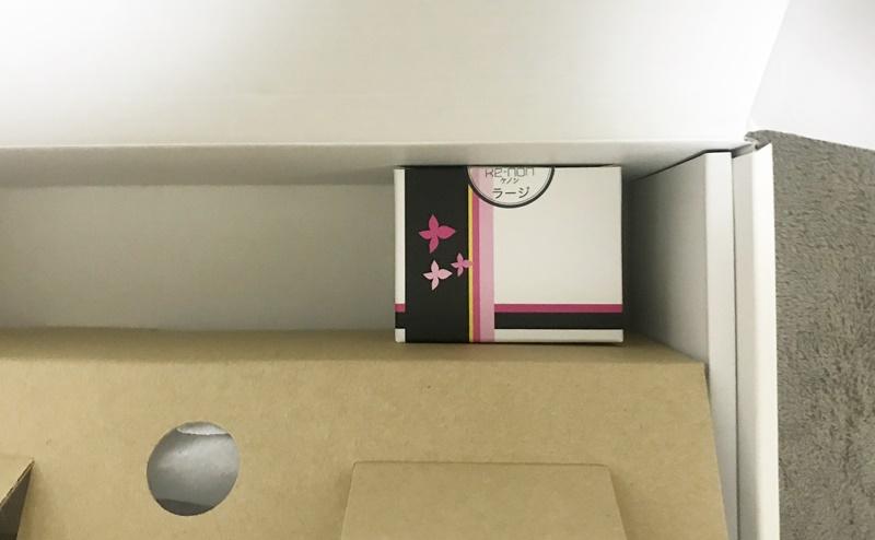 ケノン化粧箱の空きスペースにカートリッジを入れる
