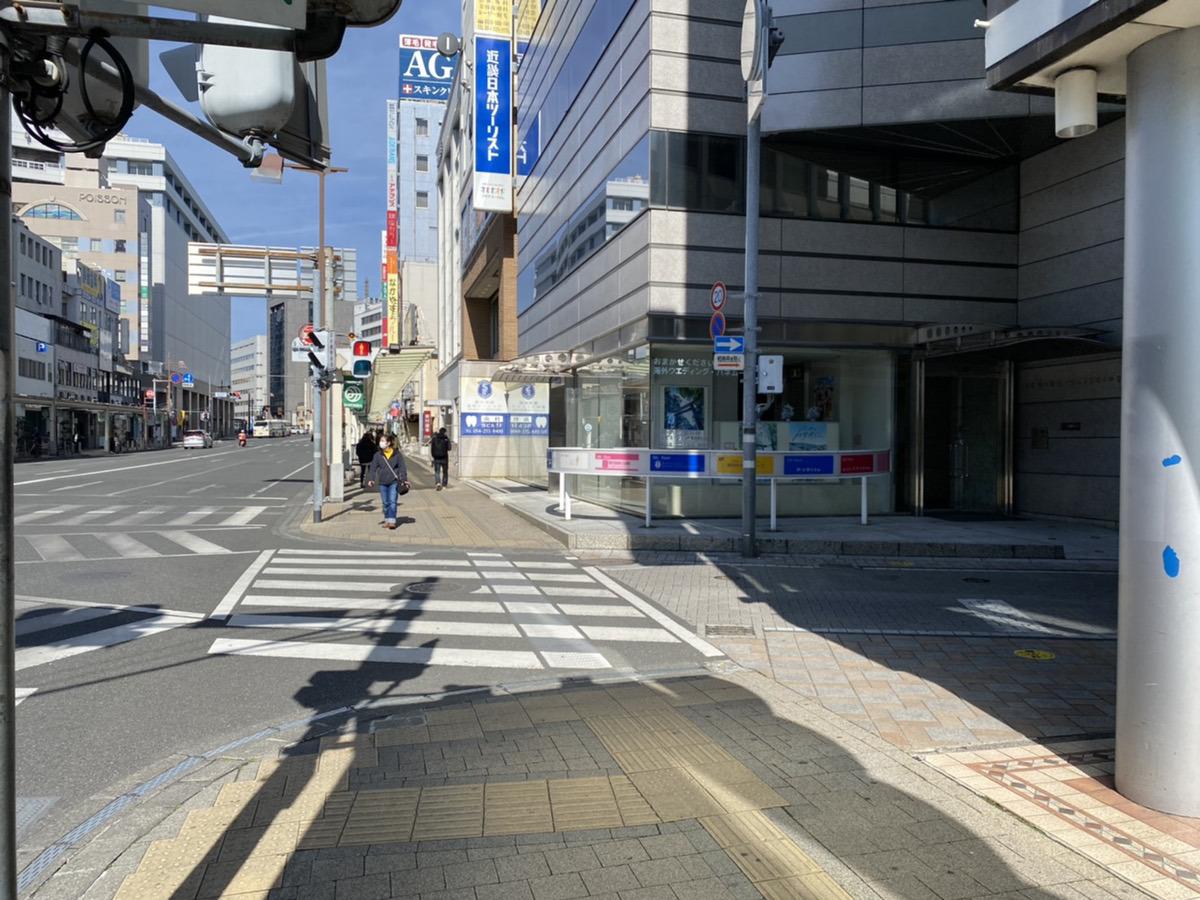2本目の路地を右に曲がっていただきます。