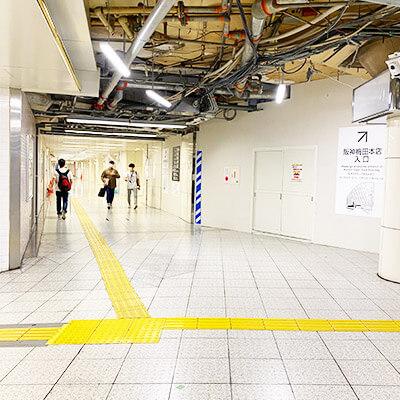 ホワイティ梅田と阪神百貨店の間の道です。